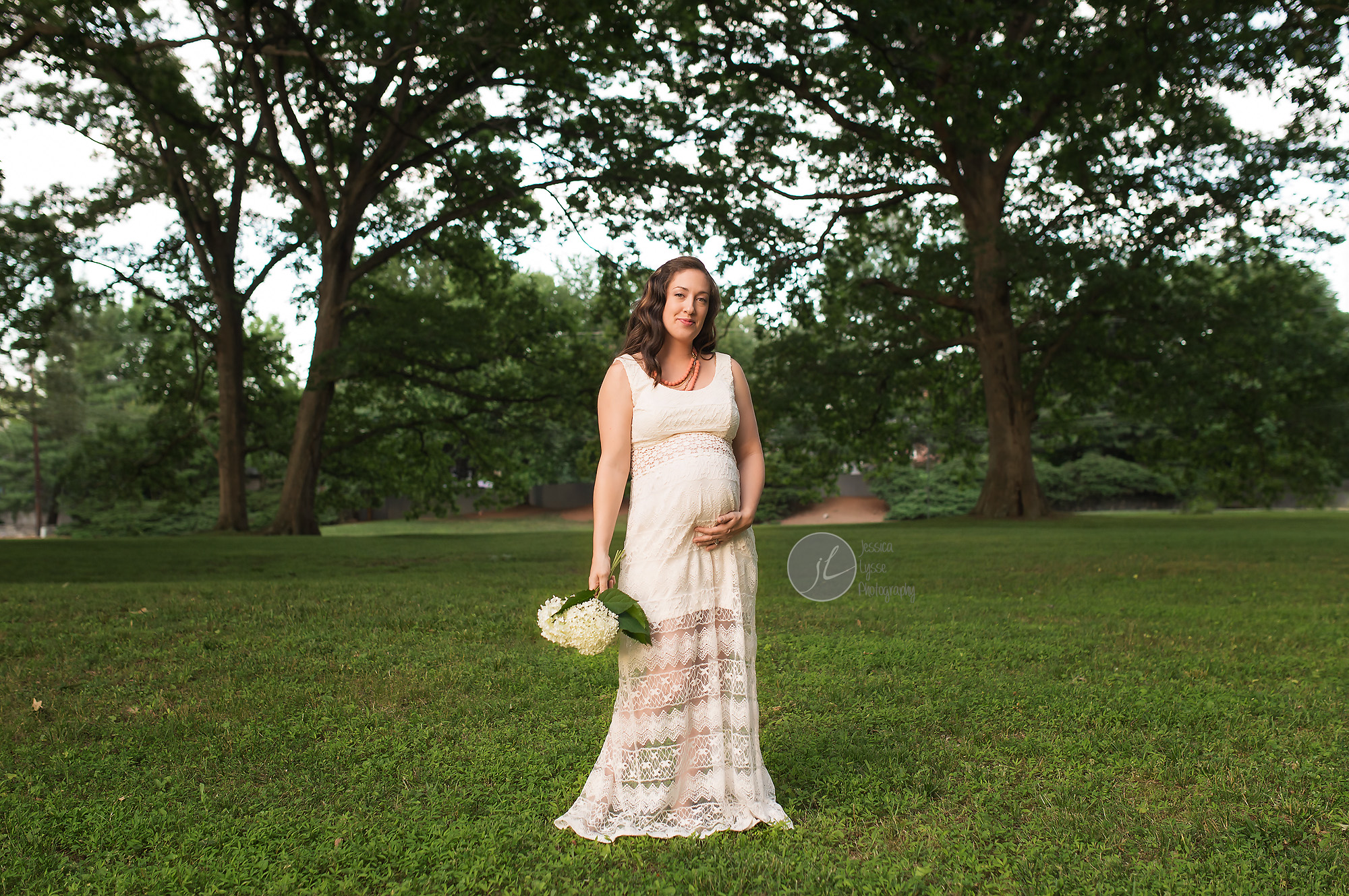 pregnant photos with huge trees